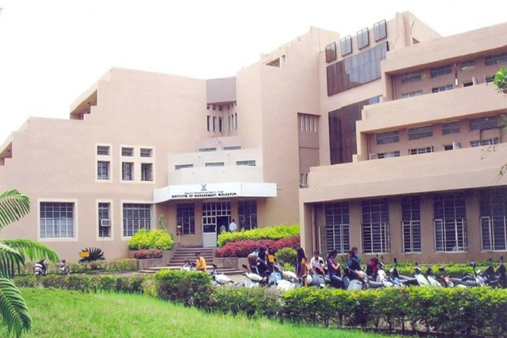 https://cache.careers360.mobi/media/colleges/social-media/media-gallery/9646/2020/10/7/Campus View of Bharati Vidyapeeth Institute of Management Kolhapur_Campus-View.jpg