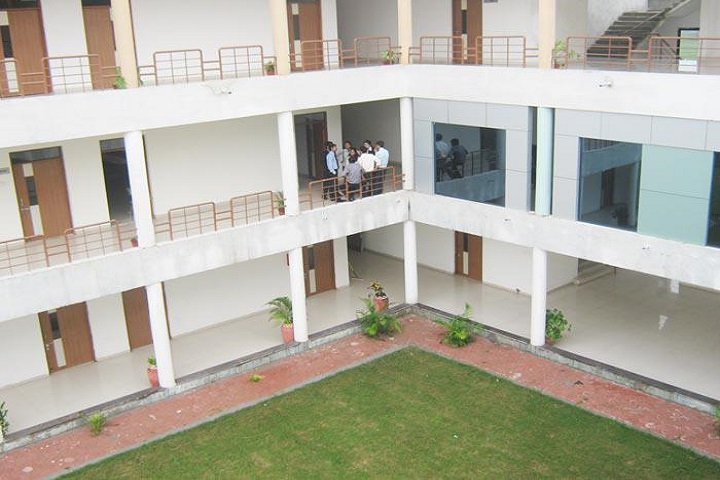https://cache.careers360.mobi/media/colleges/social-media/media-gallery/9687/2018/12/3/College Building View of Sri Aurobindo Institute of Management and Science Indore_Campus-View.jpg