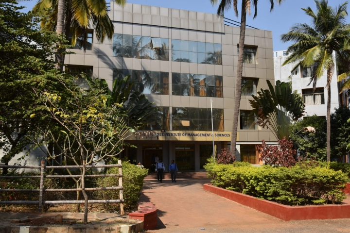 https://cache.careers360.mobi/media/colleges/social-media/media-gallery/9740/2019/4/10/Campus view of Padmashree Institute of Management and Sciences Bangalore_Campus-view.jpg