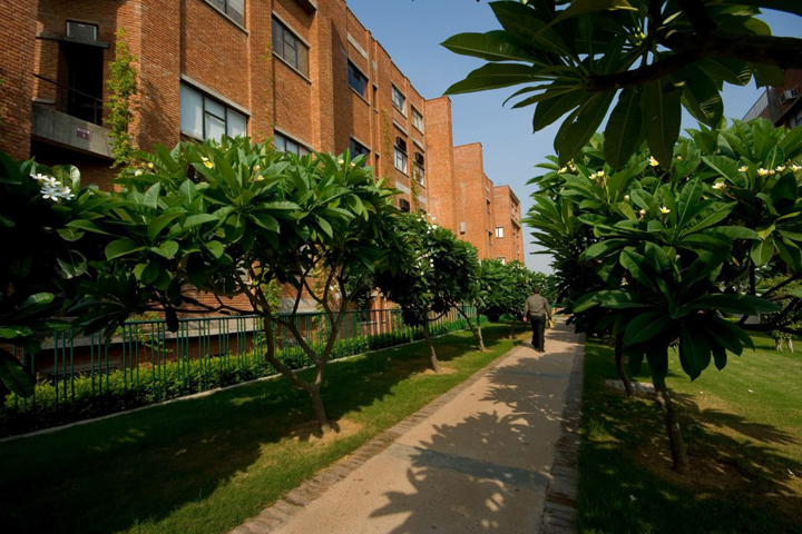 https://cache.careers360.mobi/media/colleges/social-media/media-gallery/9768/2018/11/30/Campus View of IILM Institute for Business and Management Gurgaon_Campus-View.jpg