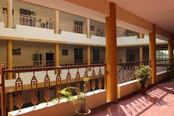 https://cache.careers360.mobi/media/colleges/social-media/media-gallery/9788/2019/4/25/College Building of Christ Institute of Management Rajkot_Campus-View.jpg