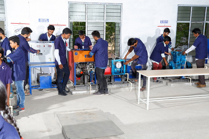https://cache.careers360.mobi/media/colleges/social-media/media-gallery/9827/2019/12/24/Laboratory of Vaageswari Engineering College Karimnagar_Laboratory.jpg