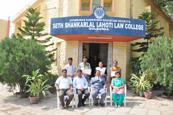 https://cache.careers360.mobi/media/colleges/social-media/media-gallery/9871/2019/4/10/Campus view of Seth Shankarlal Lahoti Law College Gulbarga_Campus-view.jpg