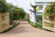 The Radiant School-Campus Entrance