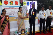 Vidya Pratishthans Indapur English Medium School -Felicitation-of-Chief-Guest-Mr