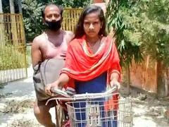 """Bihar's """"Cycle Girl"""" Jyoti Kumari Interacts With PM Modi"""
