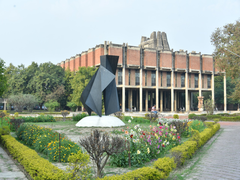 DPCC Signs MoU With IIT Kanpur For Study On Real-Time Apportionment Of Pollutants