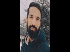 School Dropout, Owner Of UK-Based Company Creating IT Awareness Among Kashmiri Youth