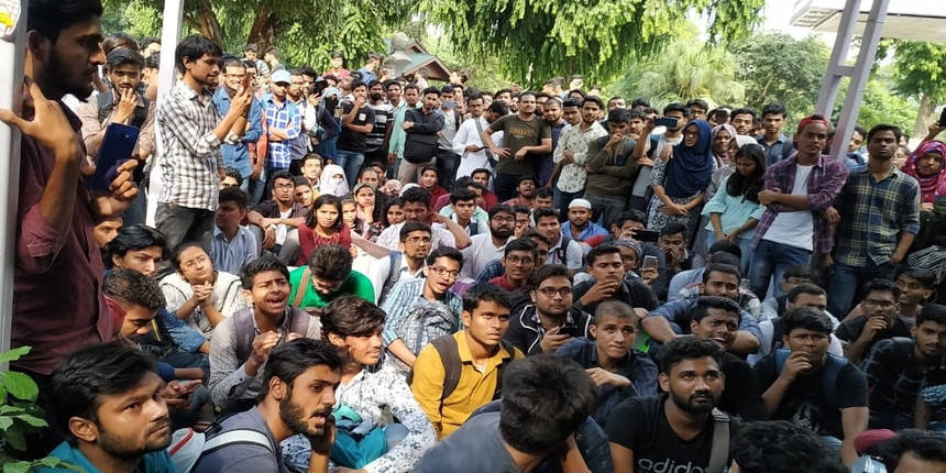 Jamia Millia students allege assault by ' goons' hired by the administration