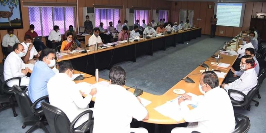 Telangana govt passes ordinance permitting 5 private universities