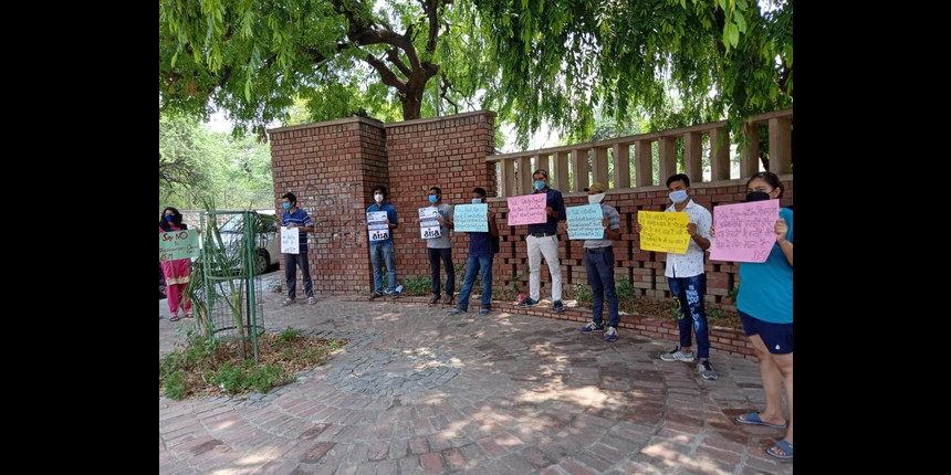 Online Exam: Delhi University students stage protest against OBE