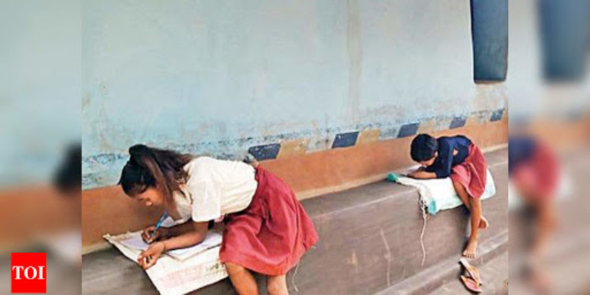 COVID 19 : Jharkhand teacher resorts to loudspeakers for taking classes