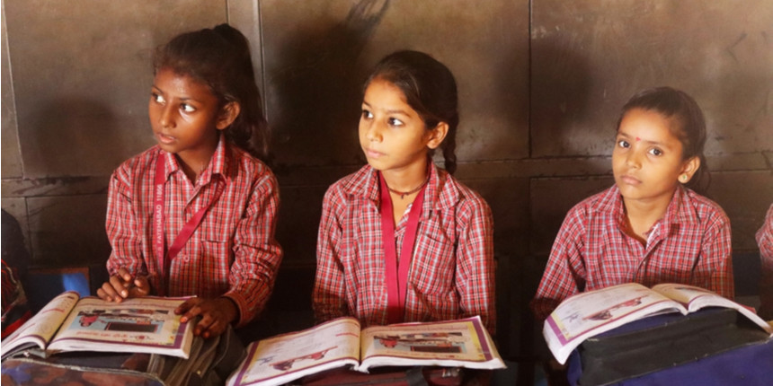 School uses walls of houses to impart lessons to poor students
