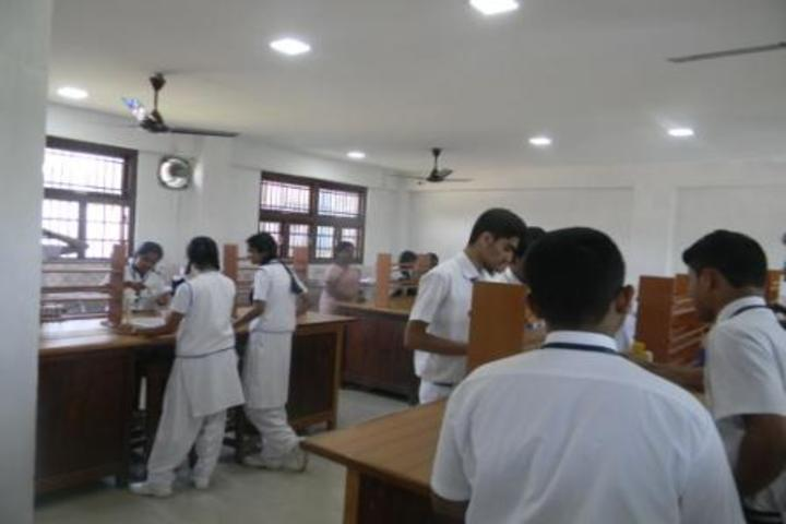 Kamaraj English Medium School-Chemistry Lab