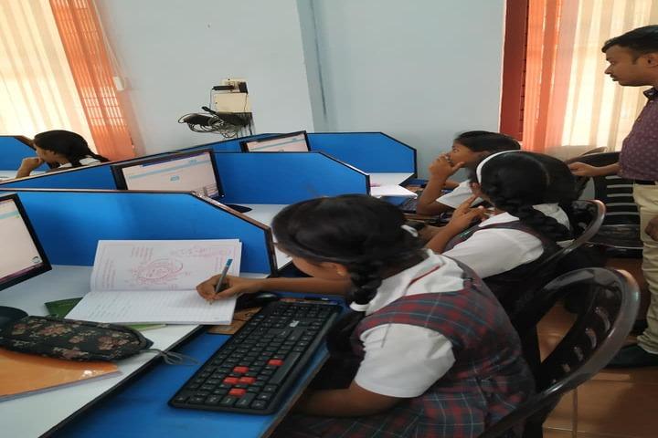 The Green Hills Public School-Computer Labs