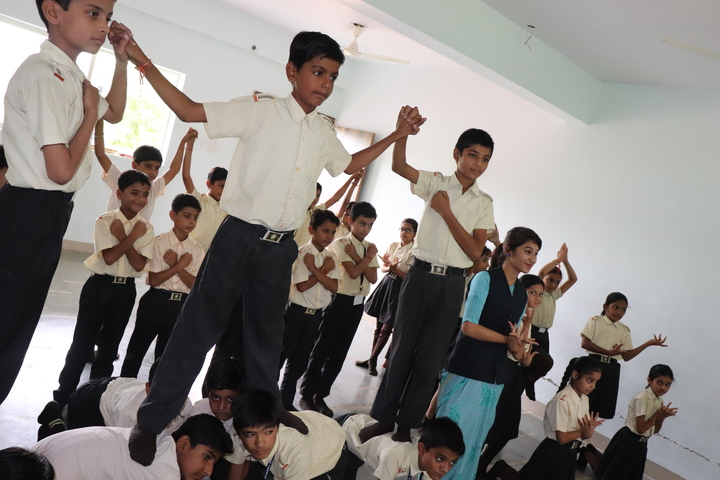 Advanced Kids Academy-Dance Activity