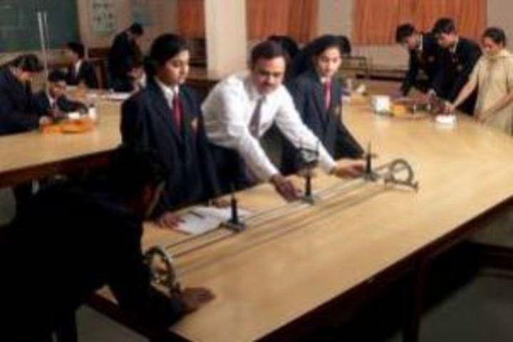 Agarwal Public School-Physics Lab