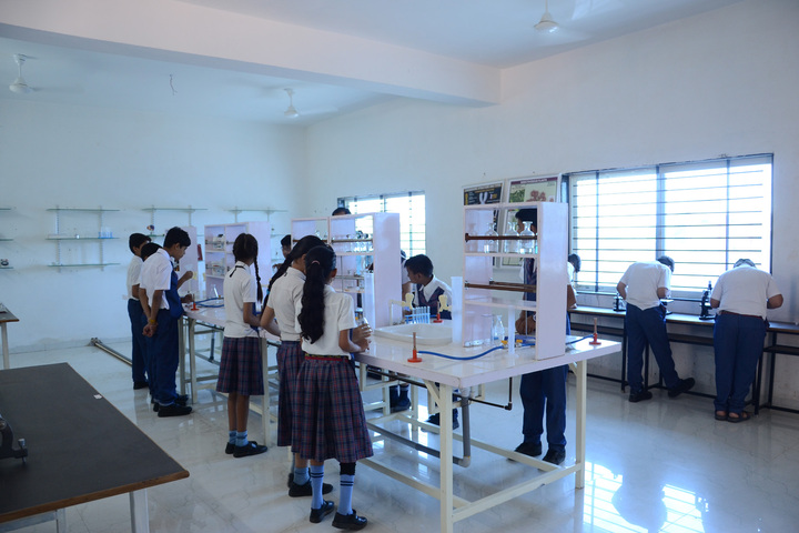 Alpha International School-Physics Lab