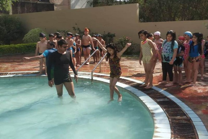 Choithram School-Swimming