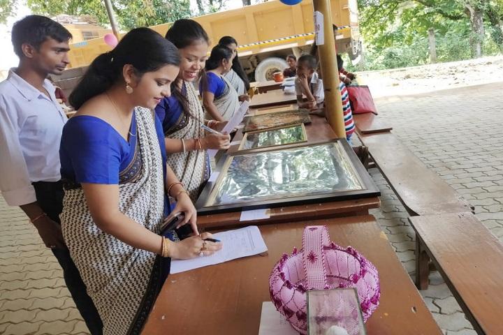 Vivekananda Kendra Vidyalaya-Art And Craft