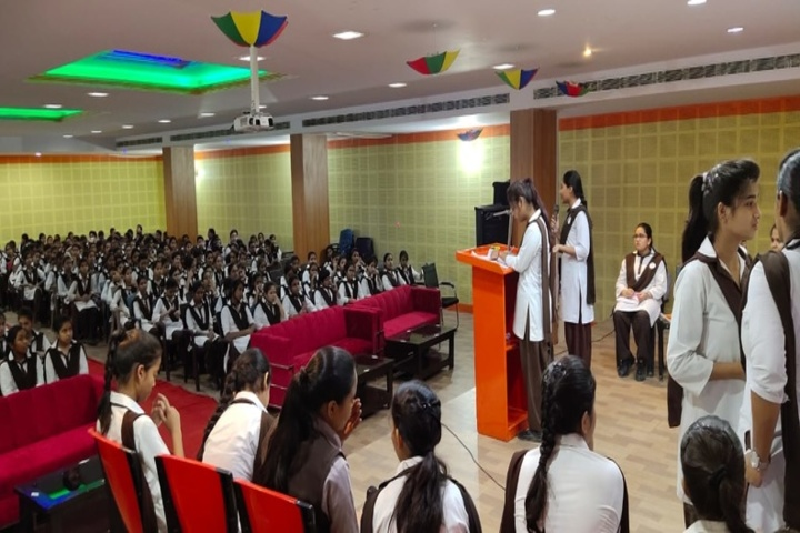 Acharya shri Sudarshan Krishna Niketan-Debate