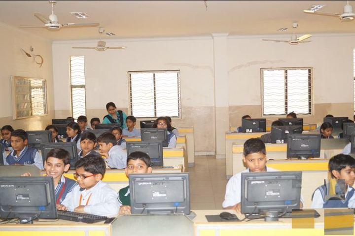 Gwalior Glory High School-Computer lab