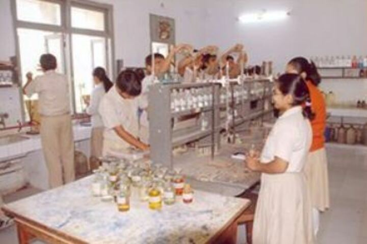 Gyan Vihar Public School-Chemistry lab