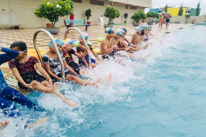Olympus High-Swimming-Pool