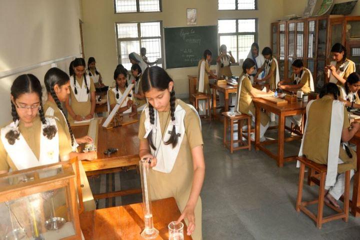 Pratibhasthali Gyanoday Vidiyapeeth-Physics Lab
