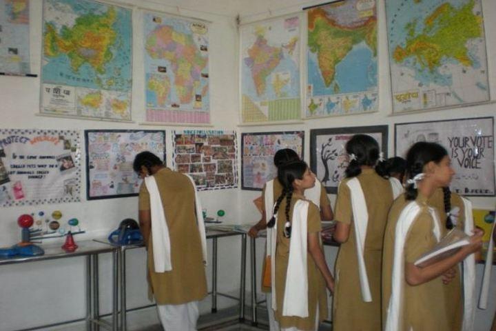 Pratibhasthali Gyanoday Vidiyapeeth-Social Science Lab