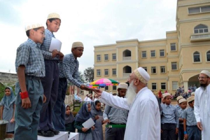 Quaderia Burhani English Higher Secondary School-Prize-Disturbution