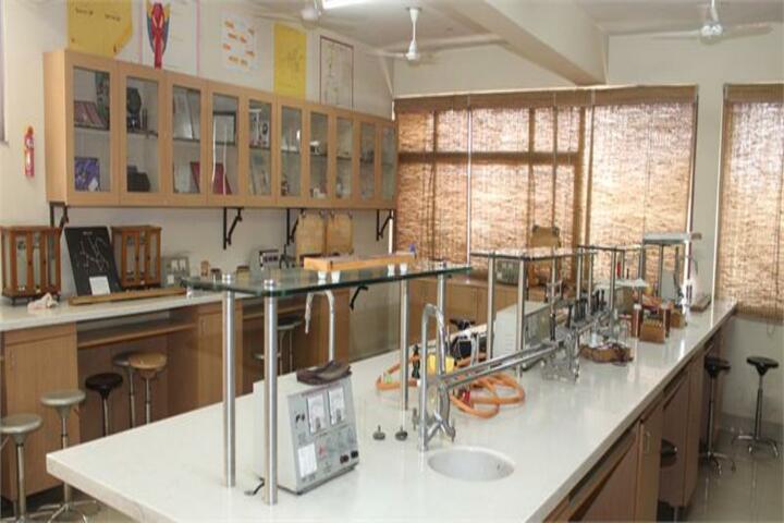 Raghuwansh Public School-Physics Lab