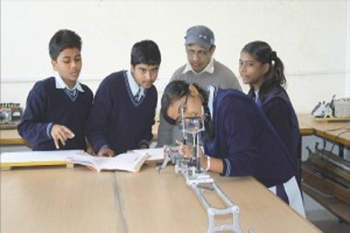 Sandipani Vidya Vihar-Physics Lab