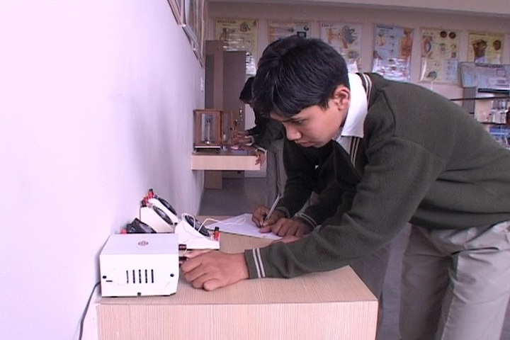 Sant Sri Asaramji Gurukul-Physics Lab