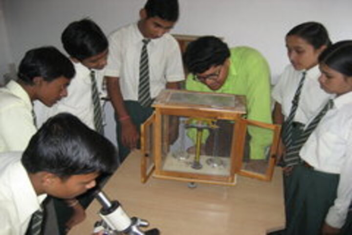 Brilliant Public School-Science Lab
