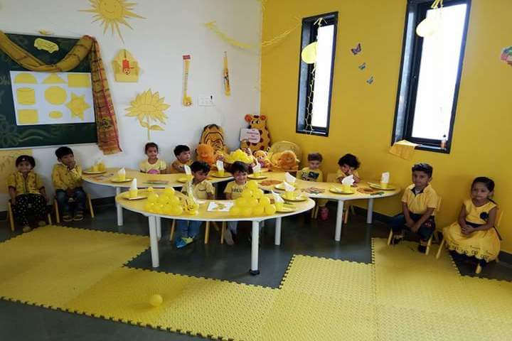 Triumphal Arch Academy-Yellow Day