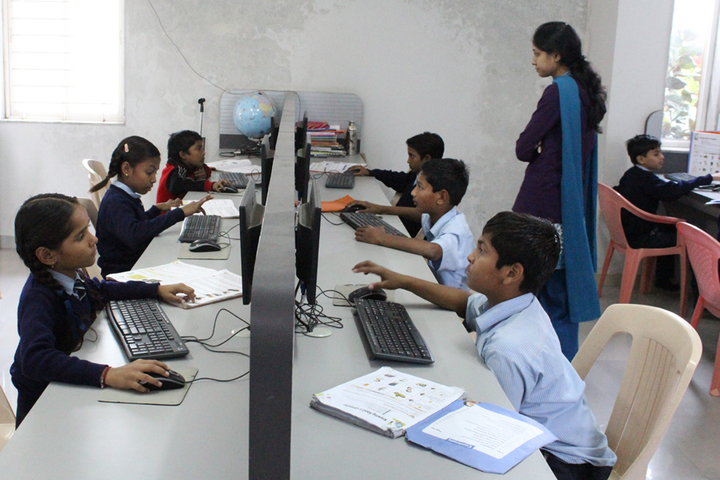 Vidyakunj International School-Computer lab