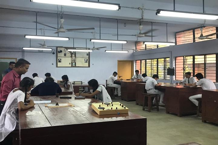 Atomic Energy Central School No 1-Physics Lab