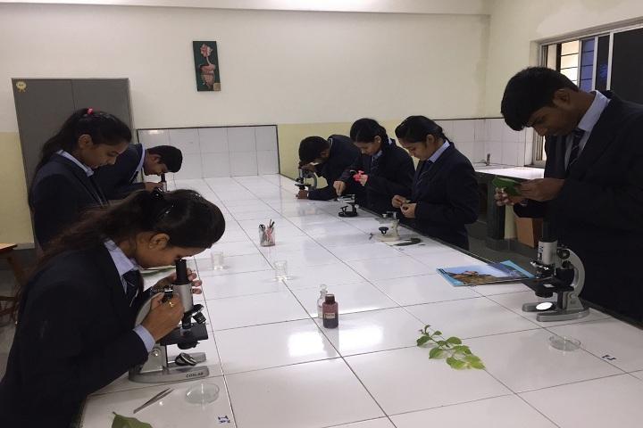 Bharati Vidyapeeth English Medium School-Biology Lab