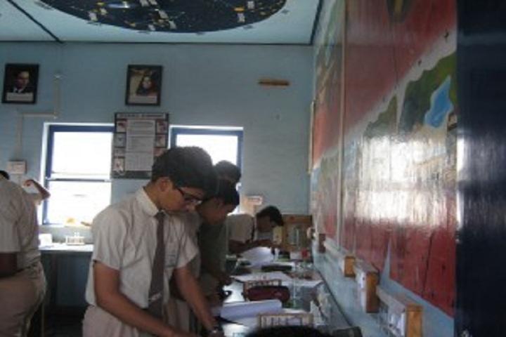 Dr Y S Khedkar International School-Lab