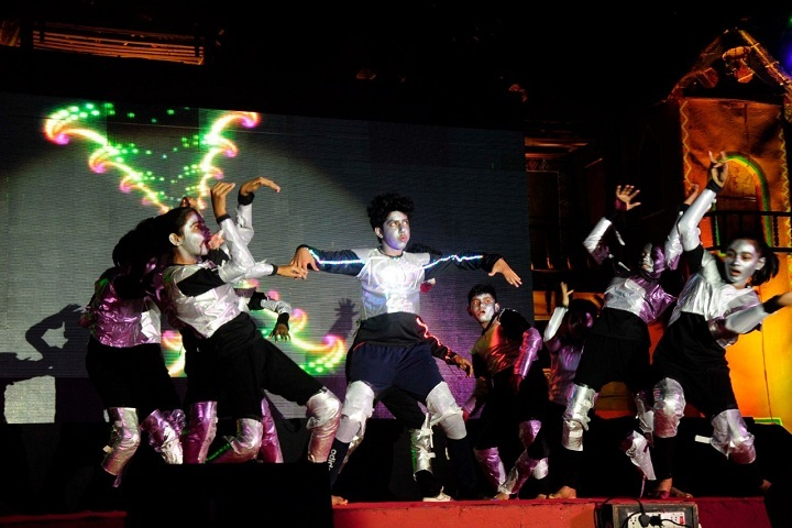 G H Raisoni Vidya Niketan-Dance Performance
