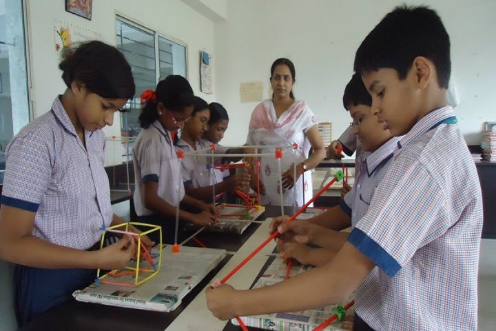 Greenfingers Global School-Maths Lab