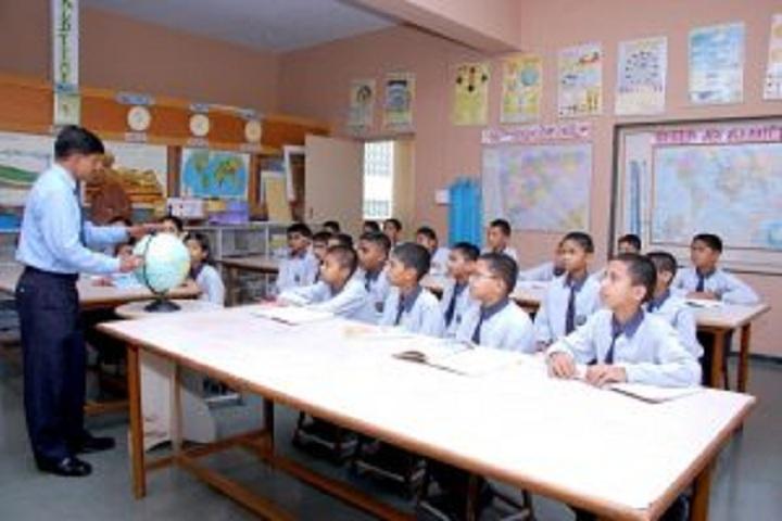 Sharad Pawar International School-Science Lab
