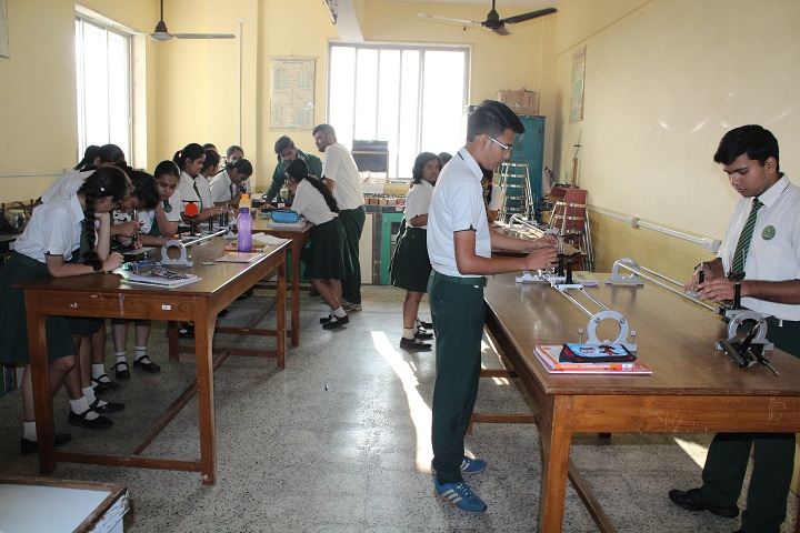 Jaipuriar School-Physics Lab