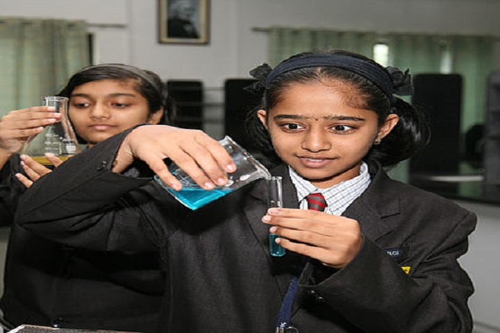 K.K. Wagh Universal School-Chemistry Lab
