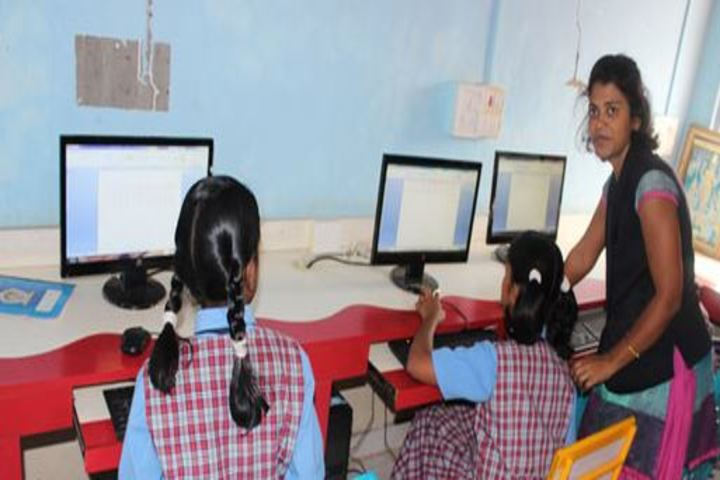 Late Mrs Housabai Jaypal Magdum Public School-Computer Lab