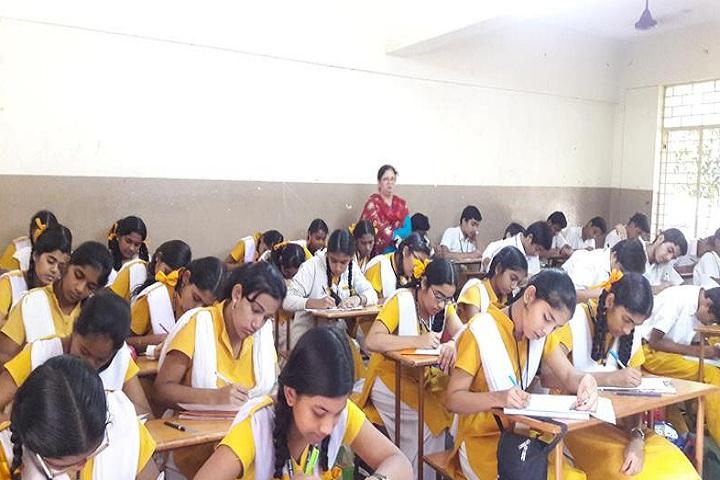 Maharishi Vidya Mandir-Classroom with teacher