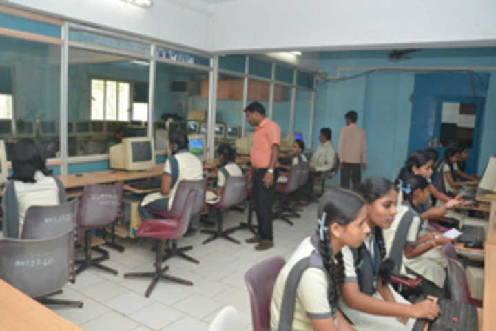 Navyug English Medium School-Computer Lab