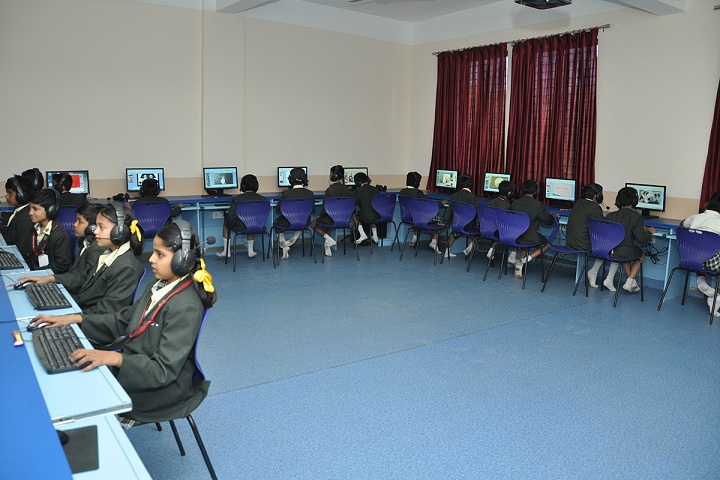 Rainbow International School - Computer lab