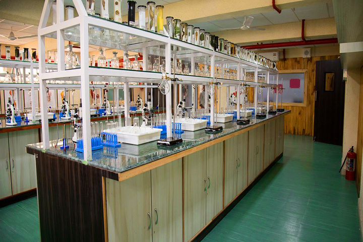 Rainbow International School-Science Lab
